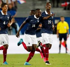 France's Matuidi reacts with team mates after scoring against Serbia during their friendly soccer match at Matmut Atlantique stadium in Bordeaux