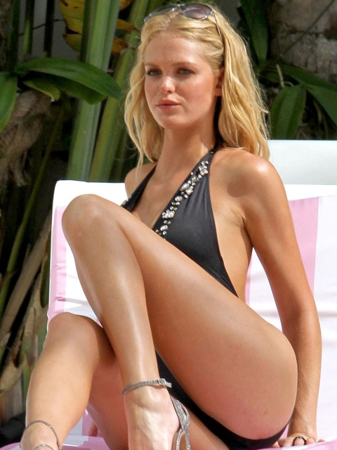 erin_heatherton_shooting_vs_swim_in_miami_septermber_10_2012_j65ATNI.sized.jpg