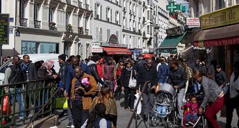 africanisation-à-Paris-métro-château-rouge